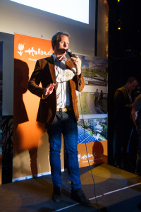Klaas pitching ZEEF at Dutch Demo Night
